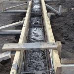 Сооружение деревянной опалубки и заливка бетоном